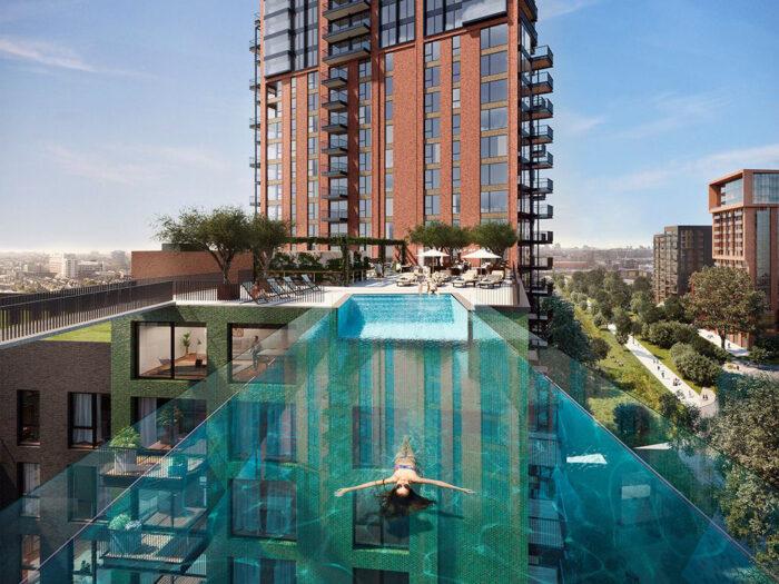 В Лондоне открыли первый в мире бассейн, парящий в воздухе